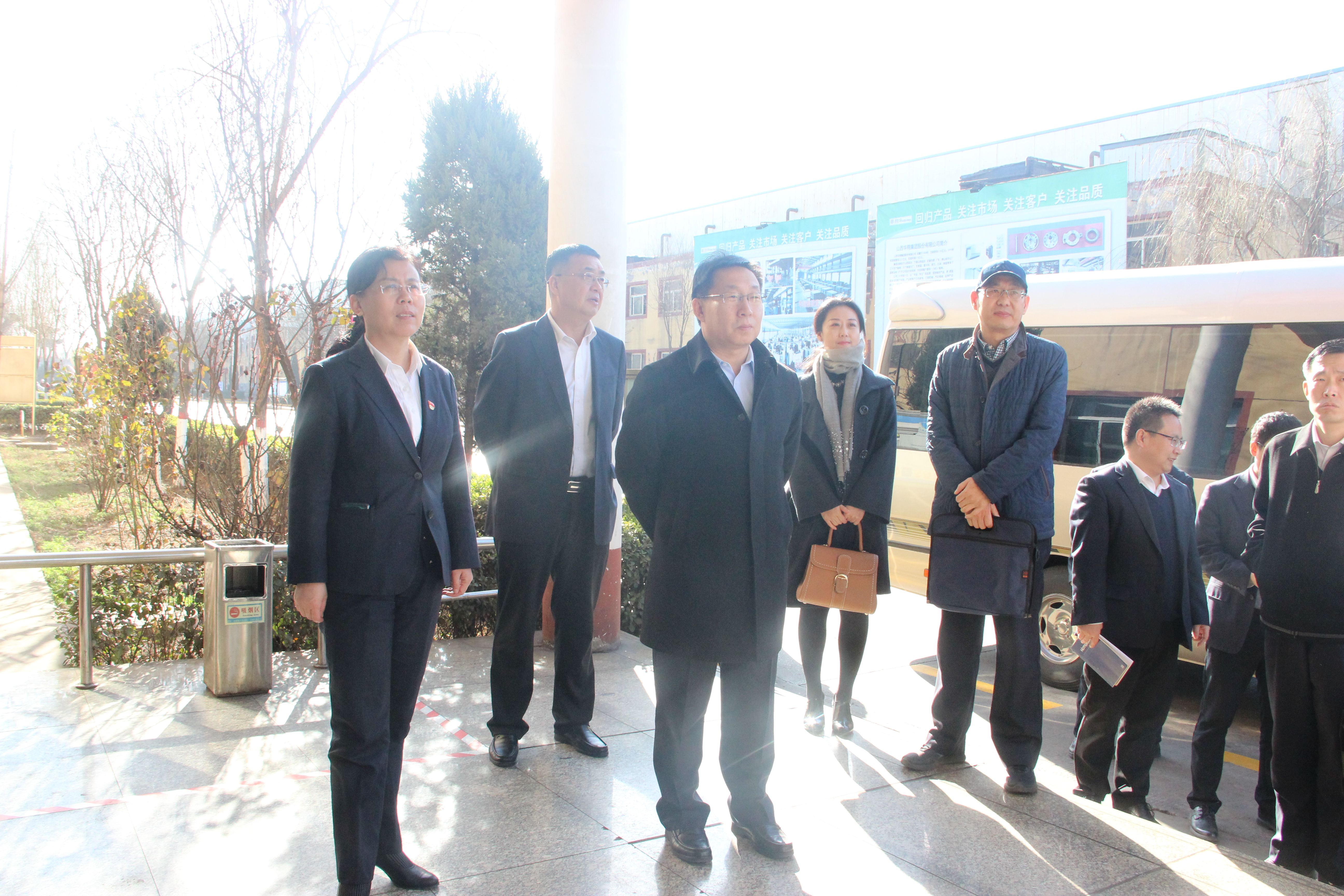 Hou junyi, vice President of shanxi branch of bank of China, and his delegation paid a visit